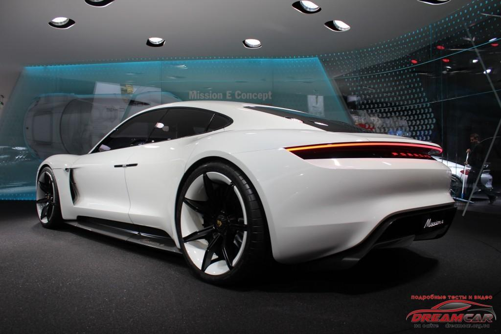 Концепт Porsche Mission E