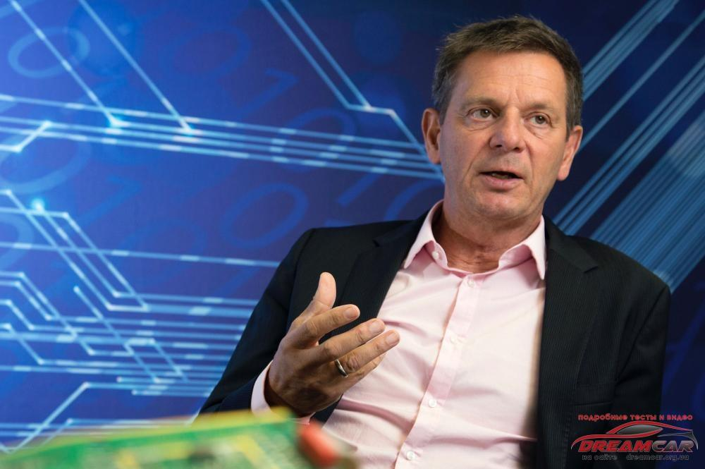 Porsche-Uwe-Michael-head-of-electronics